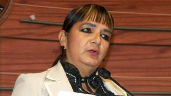 La senadora, Carmen Eva Gonzáles
