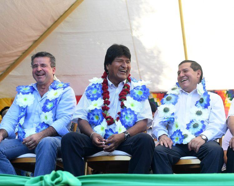 Evo en yacuiba con Brú y Vallejos