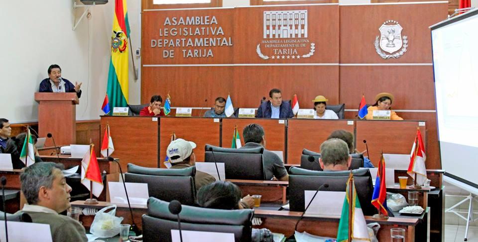 Foto referencial. Actual directiva de la Asamblea Departamental de Tarija (al fondo)