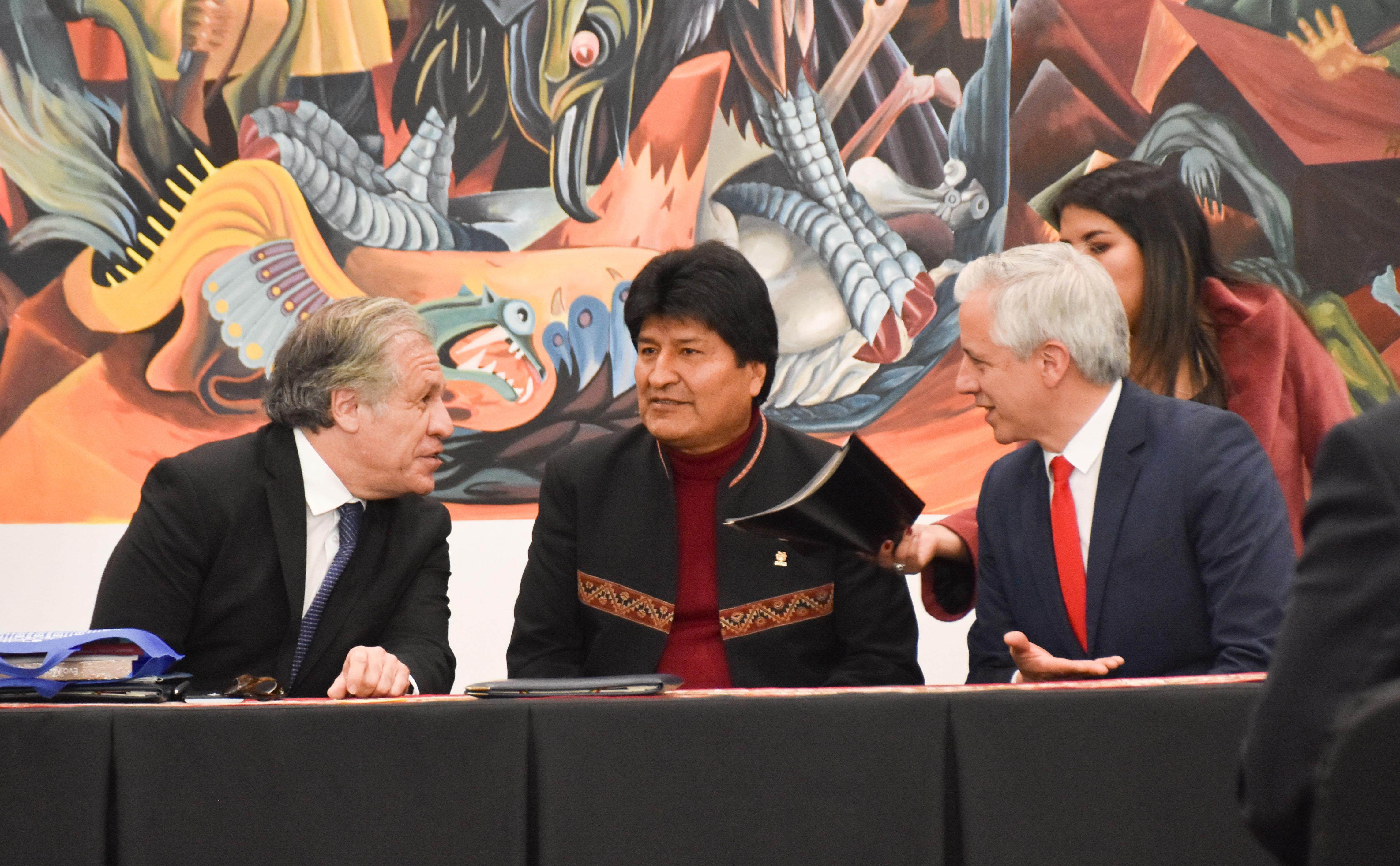 Luis Almagro junto al presidente, Evo Morales y el vicepresidente, Álvaro García Liner