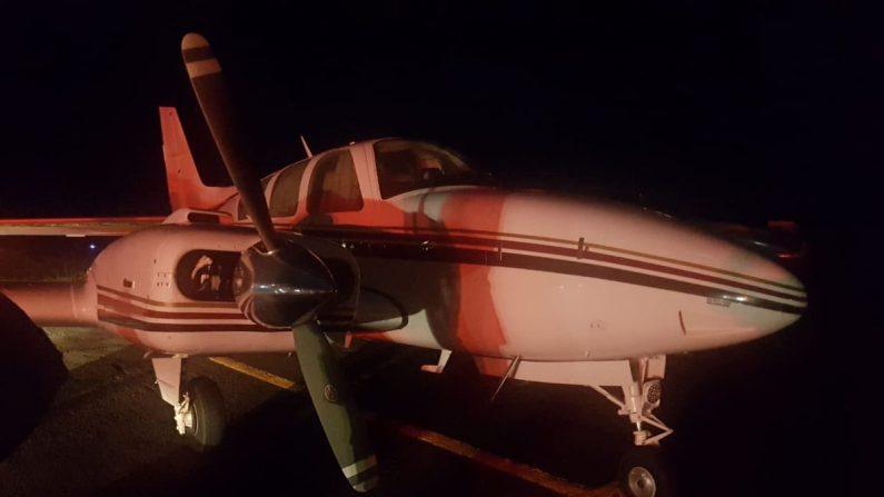 Avión apresado por la fuerza aérea brasilera en el estado de Goiás. (Gobernación Goiás Brasil)