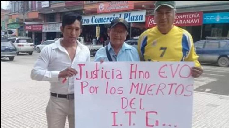 Familiares de los fallecidos pidieron justicia durante la visita del Presidente. Foto: Captura de imagen