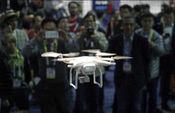 Un drone de la firma china DJI, durante la feria tecnológica CES en Las Vegas (AP)