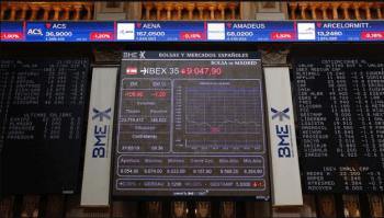 La Bolsa española amplía las pérdidas y en los primeros compases de la sesión se deja el 1,29 %, afectada por las nuevas tensiones comerciales de EE.UU., ahora con México (EFE/ Paco Campos)