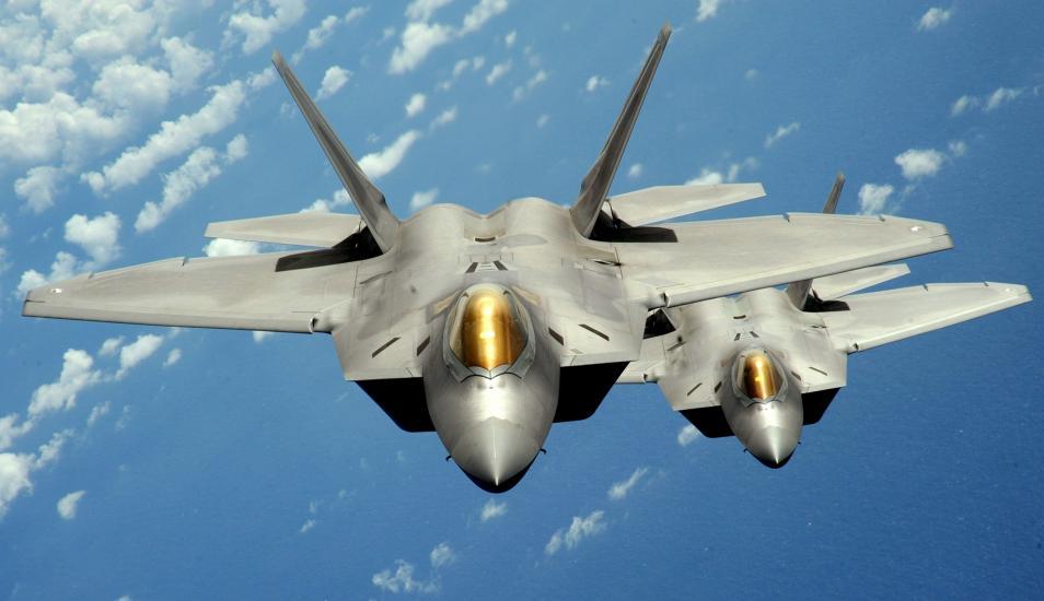 Cazas F-22 de Estados Unidos interceptan bombarderos rusos Tu-95 frente costa de Alaska. (Reuters).