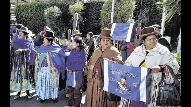 En El Alto, la dirigencia del partido oficialista difundió la candidatura del presidente Evo Morales. Foto- APG NOTICIAS