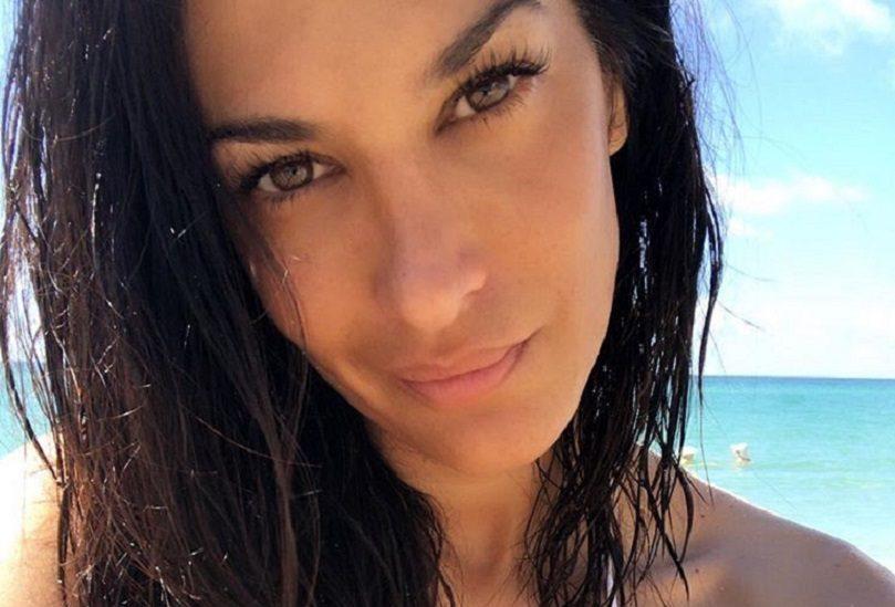 Silvina Escudero posa en la playa. (Foto: @escuderosilvina).