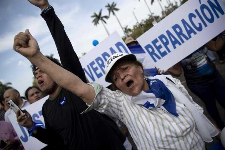 Manifestantes piden la liberación de los presos políticos de Nicaragua : EFE