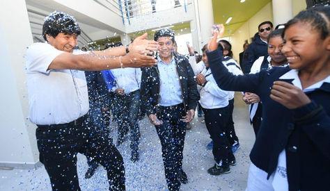 Evo Morales en la entrega, hoy, de la Unidad Educativa 18 de Mayo en Punata, Cochabamba. Foto: @evoespueblo