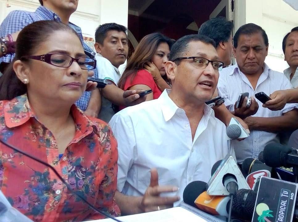 Oscar Montes y su esposa la Concejal, Ruth Ponce. Crédito Foto: El País