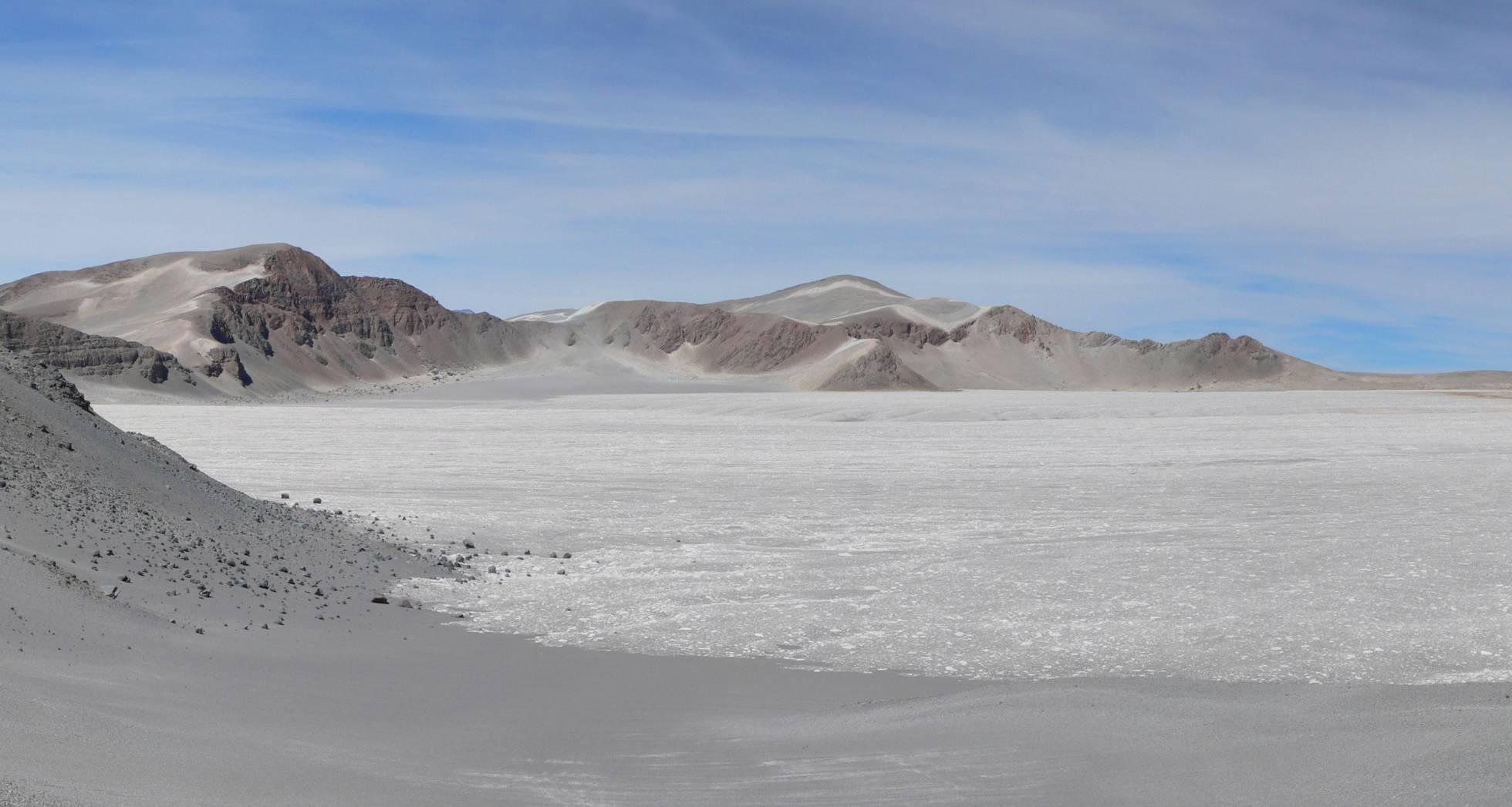 Vista de la caldera del volcán Cerro Blanco. JOSÉ LUIS FERNÁNDEZ TURIEL