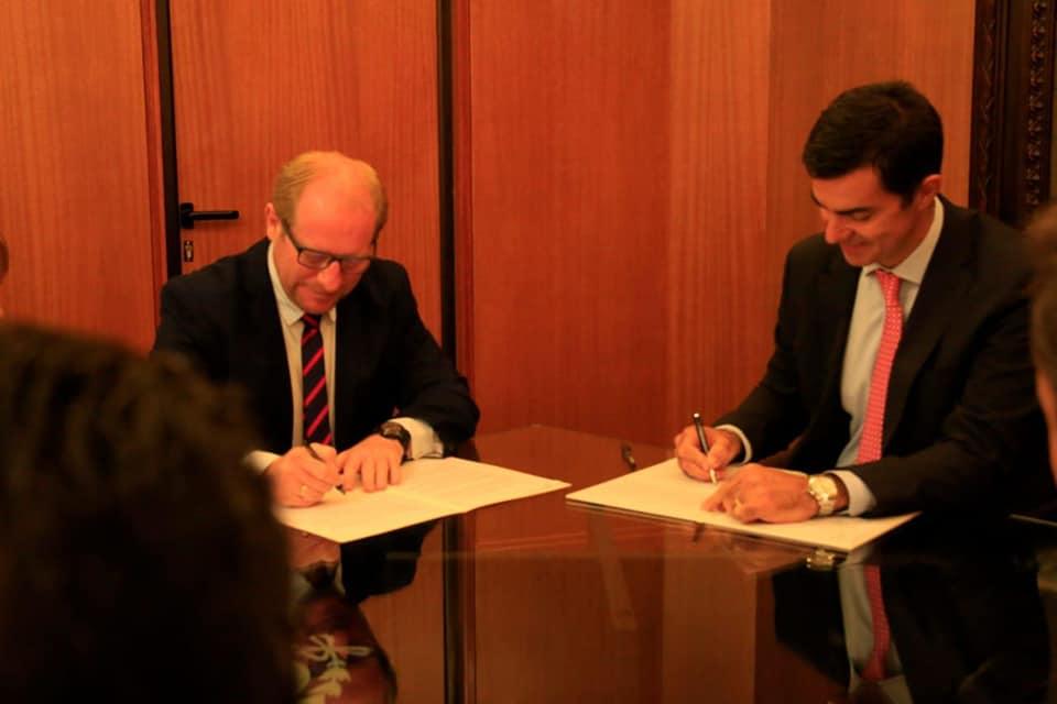 El Gobernador de Tarija, Adrián Oliva, firma convenio de cooperación energética con el gobernador de Salta, Juan Manuel Urtubey