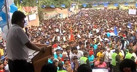El presidente Morales en el evento público en Caranavi. Foto: Captura Bolivia Tv