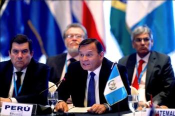El canciller de Perú, Néstor Popolizio, durante la reunión de cancilleres del Grupo de Lima que aborda la crisis venezolana, en Ciudad de Guatemala. Foto: EFE