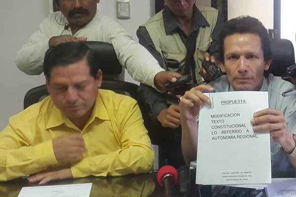 El Alcalde Vallejos junto a García