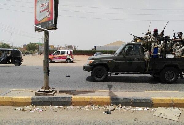 Fuerzas de seguridad de Sudán patrullando en Jartúm, este 9 de junio. Foto- AFP.