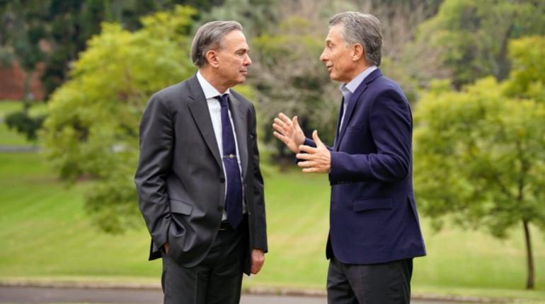 Miguel Ángel Pichetto junto al presidente de Argentina Mauricio Macri. | EFE