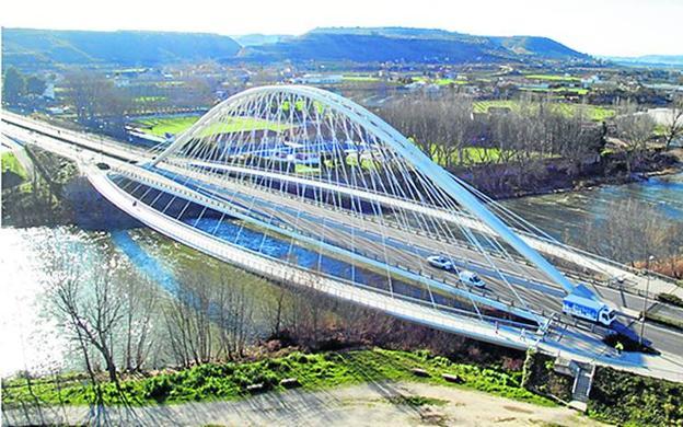 Puente Safasta de Logroño (España), del que se dice, la empresa copió el diseño