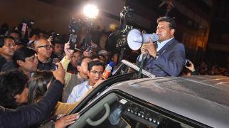 El alcalde de La Paz, Luis Revilla, se retira de la Fiscalía, el pasado jueves. | APG