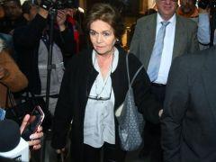La exgerente de la red televisiva Periodistas Asociados Televisión (PAT), Ximena Valdivia, sale de la Fiscalía. Foto- APG