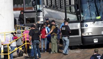 Las redadas, planeadas desde hace meses, ocurrieron horas antes de que el presidente Donald Trump realizara una visita a El Paso, Texas. (Foto: AP).