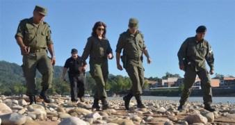 La ministra, Patricia Burlich en la frontera con Bolivia