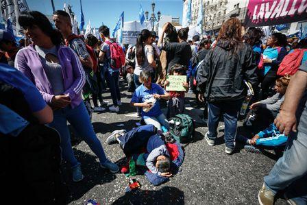 Miles de personas claman ante Senado argentino aprobar emergencia alimentaria