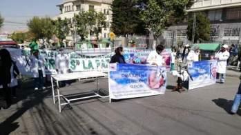 Médicos del Sirmes en una protesta / Página Siete