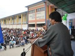 24 Junio 2014, Yacuiba, Tarija.- El presidente Evo Morales junto al alcalde de Yacuiba Carlos Bru Cavero, en la entrega de Colegio Simón Bolívar, en la zona Barrio Nuevo. (Fotos: Freddy Zarco/ABI)