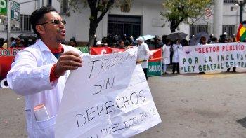 La Paz-20-09-2019-Medicos marcharon hacia el Ministerio de Salud pidiendo ser incluidos en la Ley General del Trabajo. FOTO. Alexis DEMARCO/APG