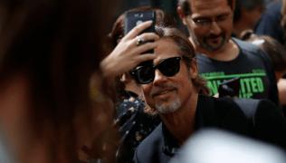 """Brad Pitt ha sido visto –más de una vez– con Alia Shawkat, la actriz de la comedia """"Arrested Development"""" (Photo by Odd ANDERSEN / AFP)"""
