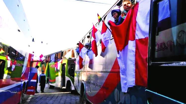Dos caravanas se acercan a La Paz