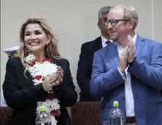 En el país crece la expectativa sobre postulación de Añez por Demócratas. (En la foto la presidenta Jeanine Añez y el Gobernador de Tarija, Adrian Oliva)