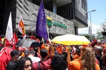 Protestas de trabajadores de Petrobras en Río de Janeiro. MARCELO CARNAVAL : REUTERS