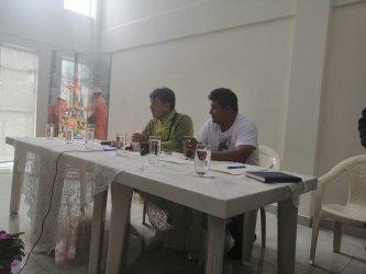 El ministro Víctor Hugo Zamora (izq) junto al gerente de Emtagas, Roger Almazán