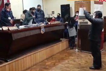 foto: El juramento del nuevo Gobernador de Oruro.
