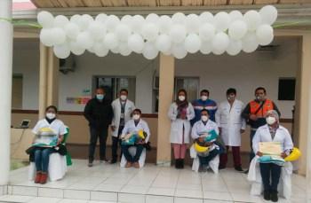 Médicos que recibieron el alta tras superar el virus.