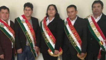Al centro, la concejal de Padcaya, Bolivia, Romina Villena Rodríguez.